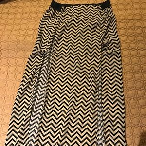 Patterned double slit high waisted skirt
